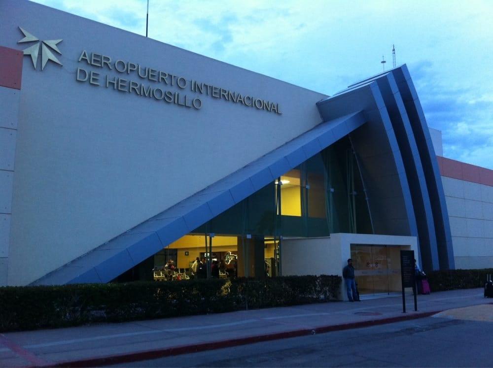 Foto de Aeropuerto Internacional de Hermosillo - La Manga, Sonora, México. Entrada principal al aeropuerto de Hermosillo.