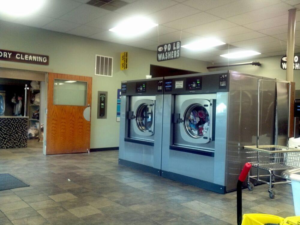 Universal Car Wash: 8 Hope Plz, West Coxsackie, NY