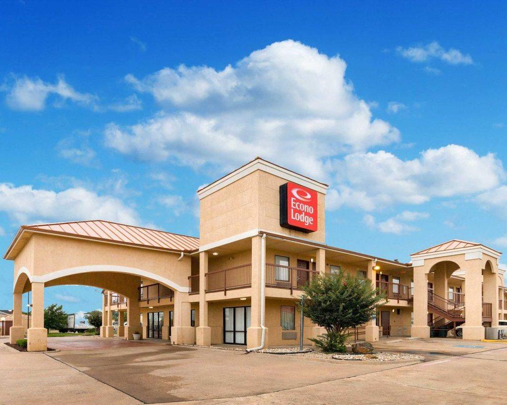 Econo Lodge Hillsboro I-35: 1515 Old Brandon Rd, Hillsboro, TX