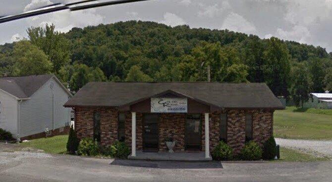 Color Room Salon: 1115 Cumberland Falls Hwy, Corbin, KY