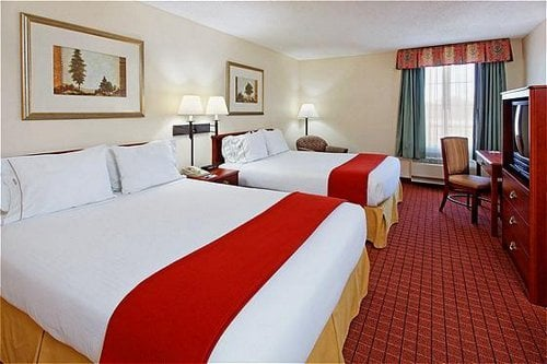 Holiday Inn Express & Suites Crossville: 560 Peavine Rd, Crossville, TN