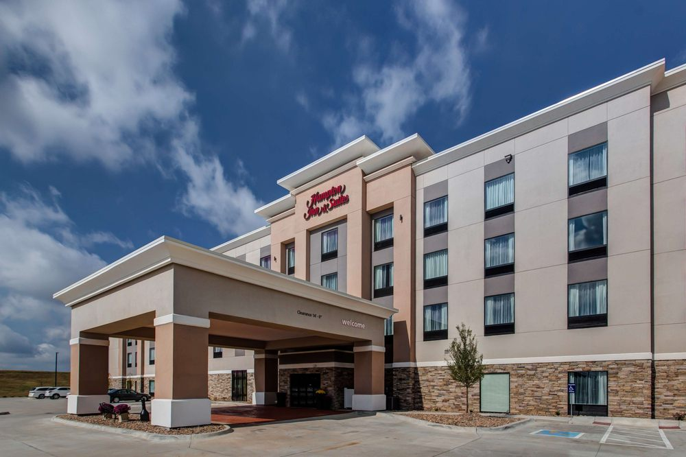 Hampton Inn & Suites Wichita/Airport: 7230 W Harry, Wichita, KS