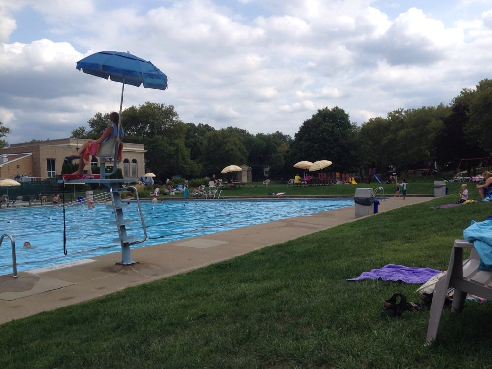 Roberts Pool: 215 Hillcrest Ave, Collingswood, NJ
