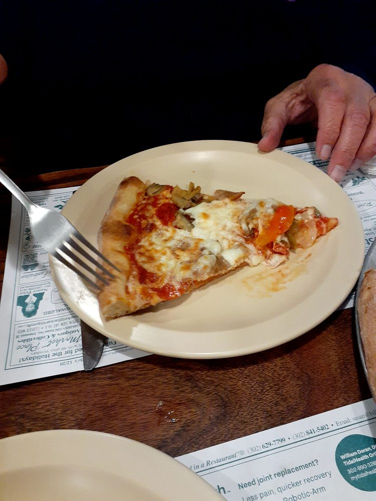 Alfredo's Pizza Gallery: 22990 Sussex Hwy, Seaford, DE