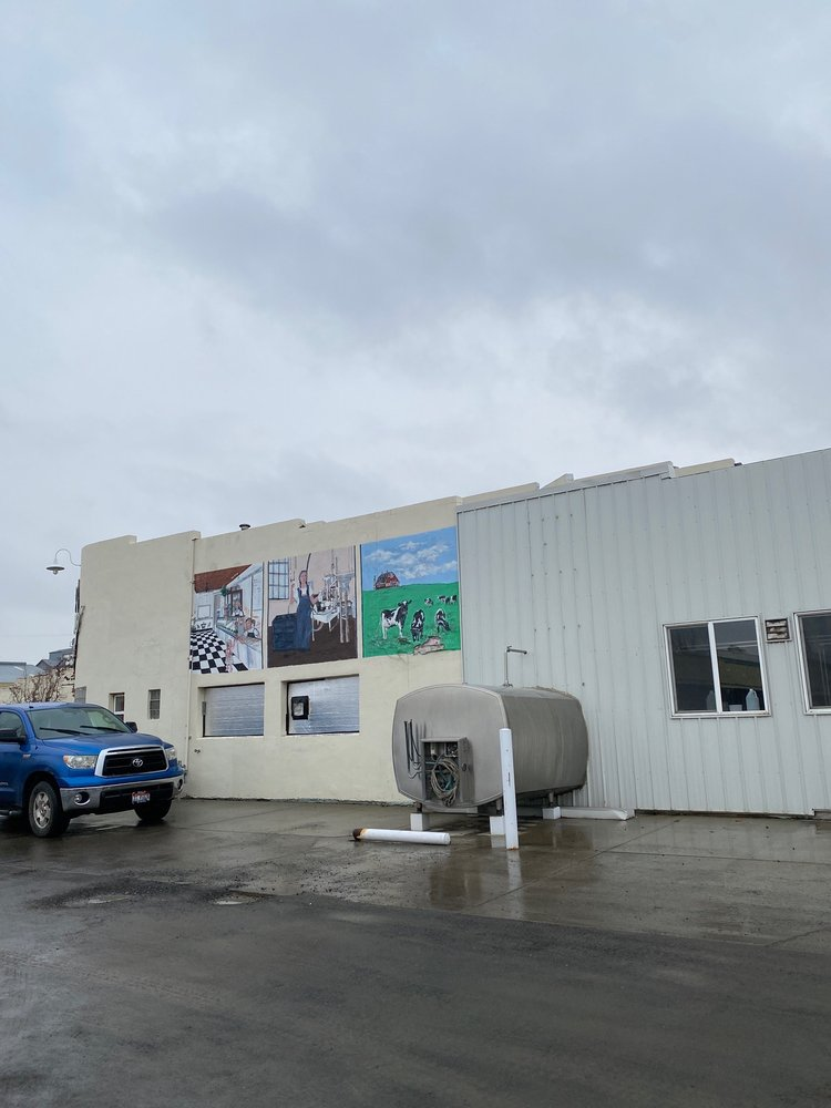 Cloverleaf Creamery: 205 Broadway Ave S, Buhl, ID