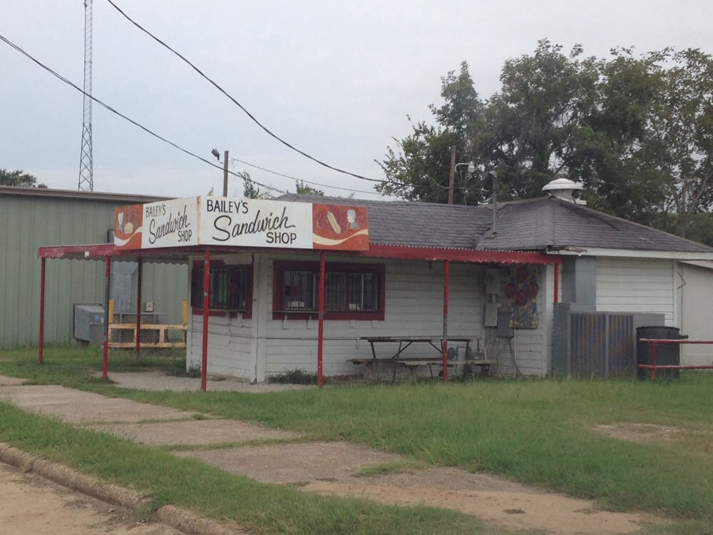 Bailey's Sandwich Shop: Alonzo St, Coushatta, LA