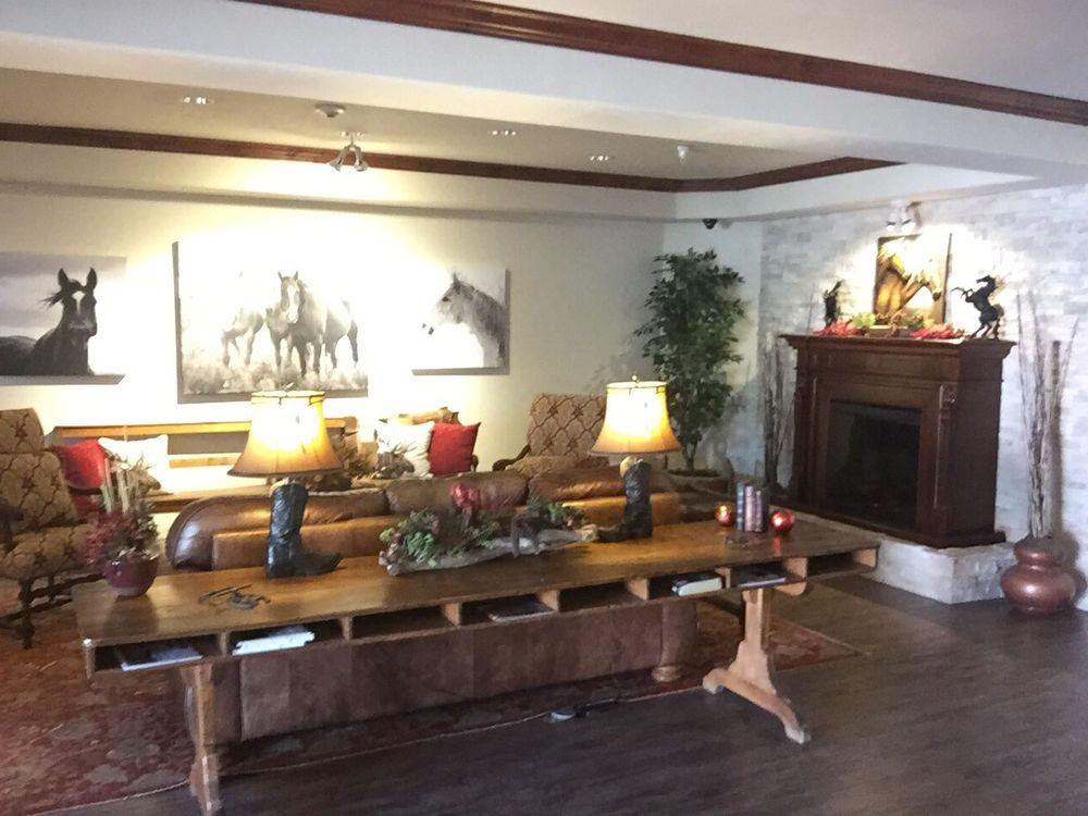 Grand River Hotel: 221 Grand Valley Way, Parachute, CO