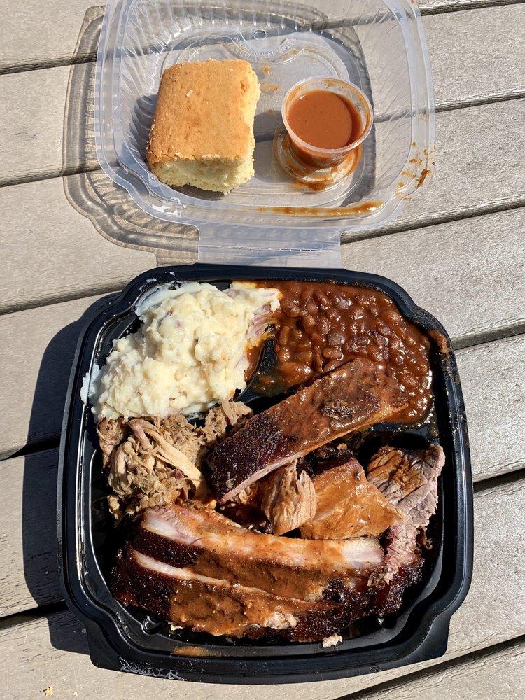 Blue Ribbon BBQ: 908 Massachusetts Ave, Arlington, MA