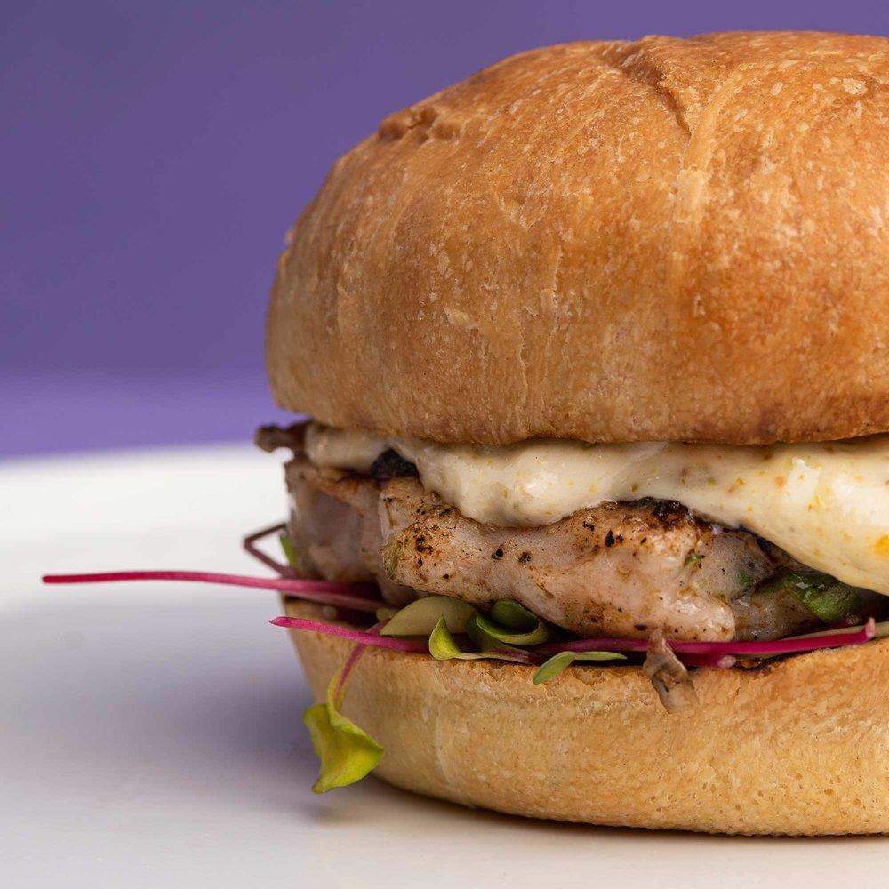 Burgerholic: 2600 NW 87th Ave, Doral, FL