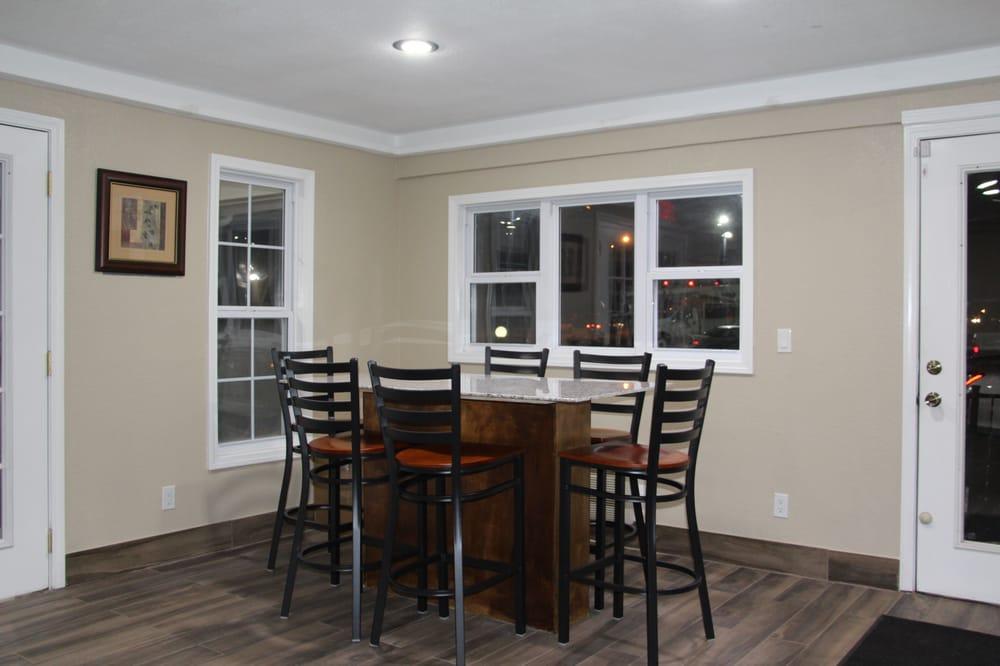 Westbridge Inn & Suites: 106 S Baird St, Clinton, MO