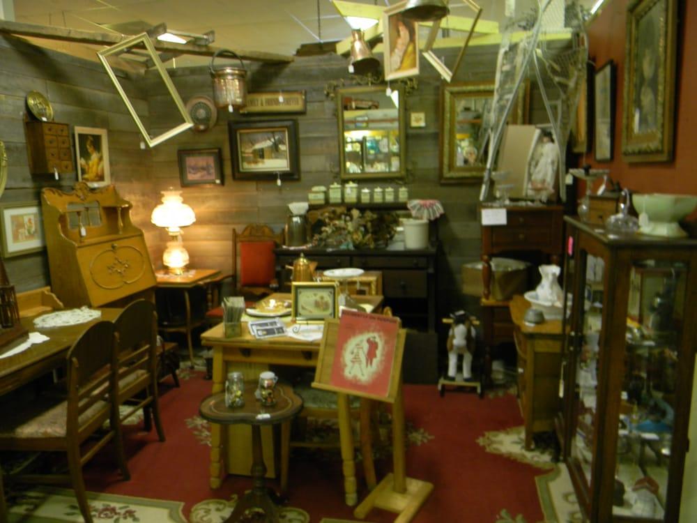 Indian Oaks Antique Mall: 1300 Larry Power Rd, Bourbonnais, IL