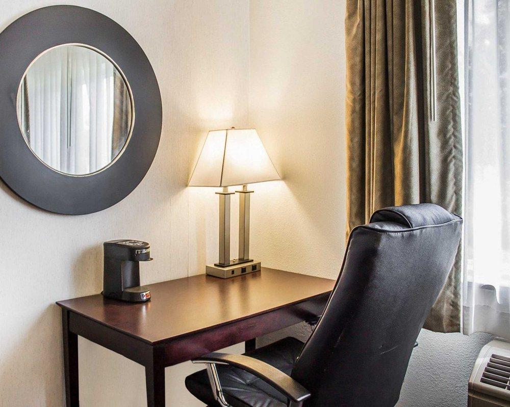 Quality Inn & Suites: 923 Green Bay Rd, Sturgeon Bay, WI