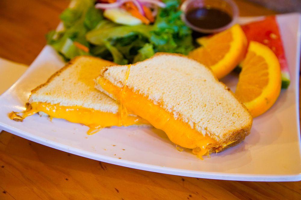 The Cottonwood Cafe: 154 S Yosemite Ave, Oakdale, CA
