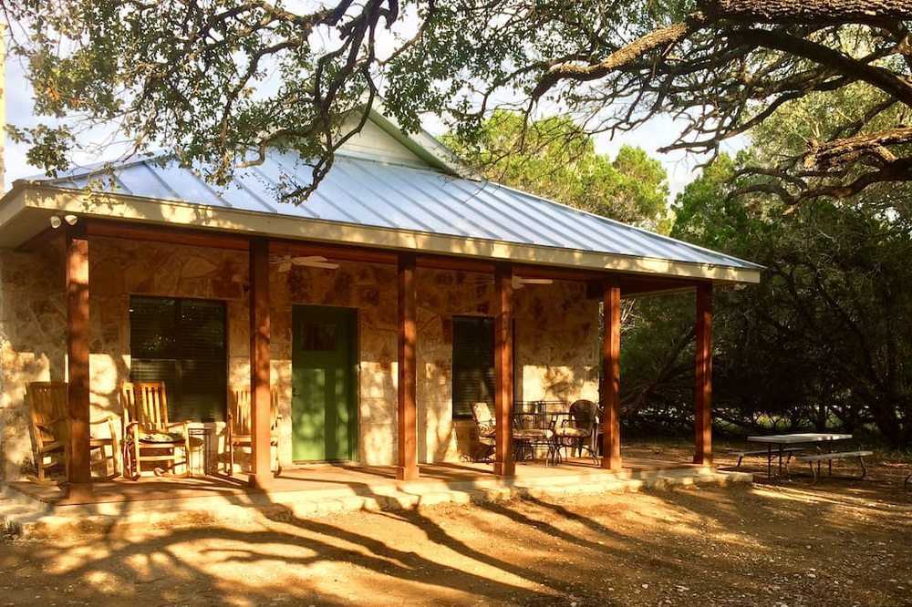 Medina River cabins - Laurel House 2: 174 Cypress Dr, Pipe Creek, TX