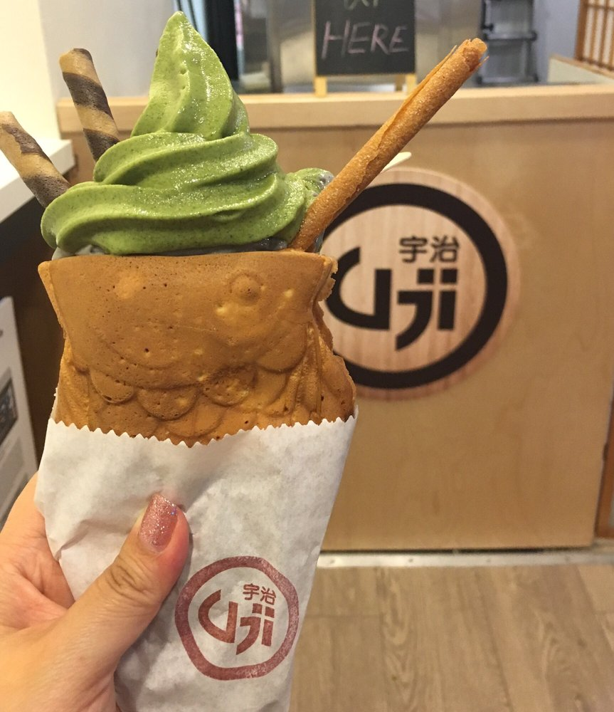 Taiyaki cone w half black sesame bottom and half matcha for Fish shaped ice cream cone