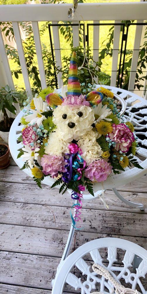 Flower Patch Florist And Bakery: 3204 Ladnier Rd, Gautier, MS