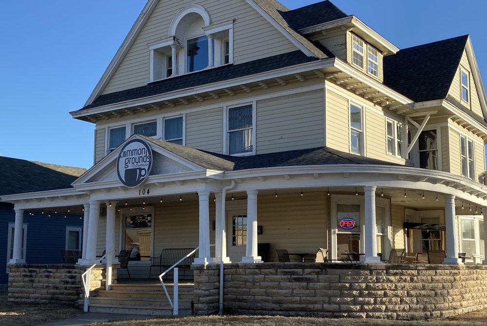 Common Grounds Coffeehouse: 104 E 7th St, Concordia, KS