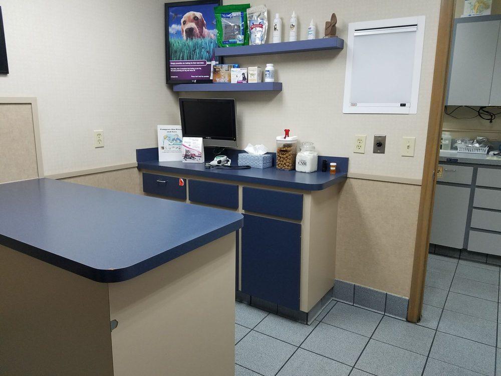 Bloomingdale Animal Hospital: 3404 Lithia Pinecrest Rd, Valrico, FL