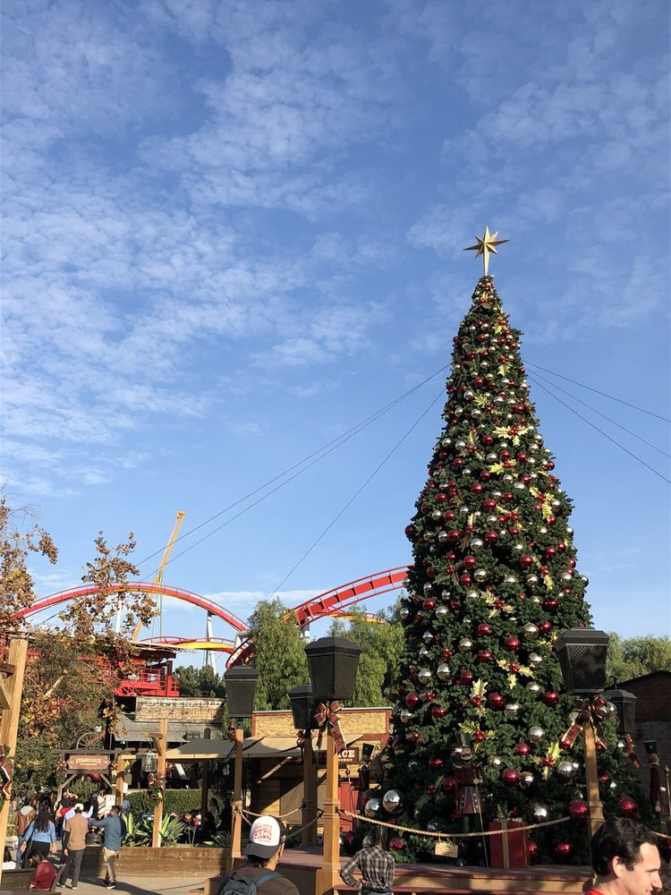 Christmas Tree at Knott\'s - Yelp