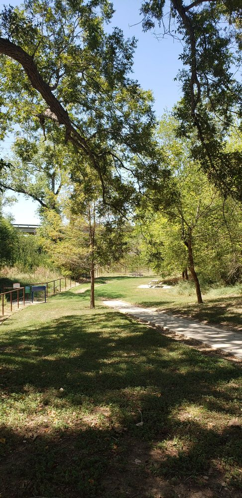 River Crossing Park: 6890 S Loop 1604 E, Elmendorf, TX