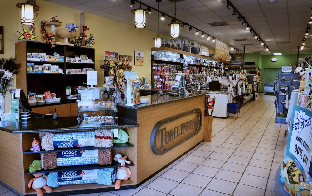 Tomlinson's Feed: 7301 Ranch Rd 620 N, Austin, TX