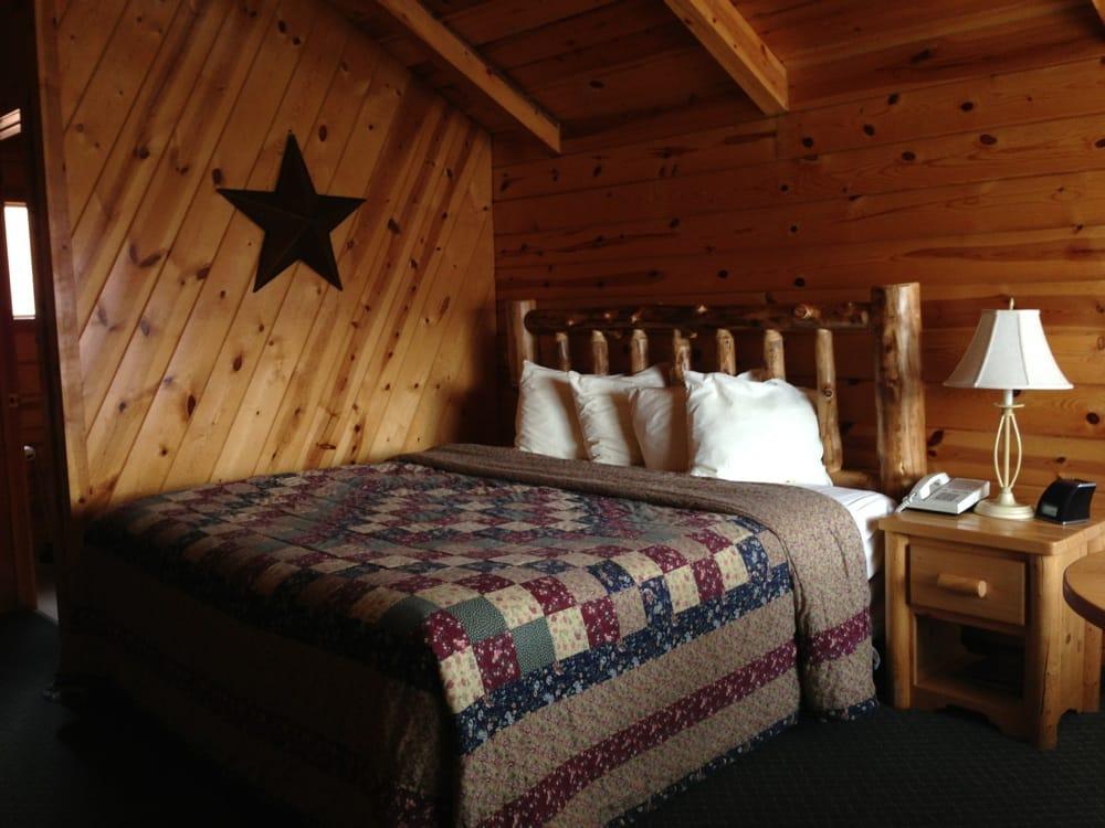 Bryce Canyon Inn: 21 N Main St, Tropic, UT
