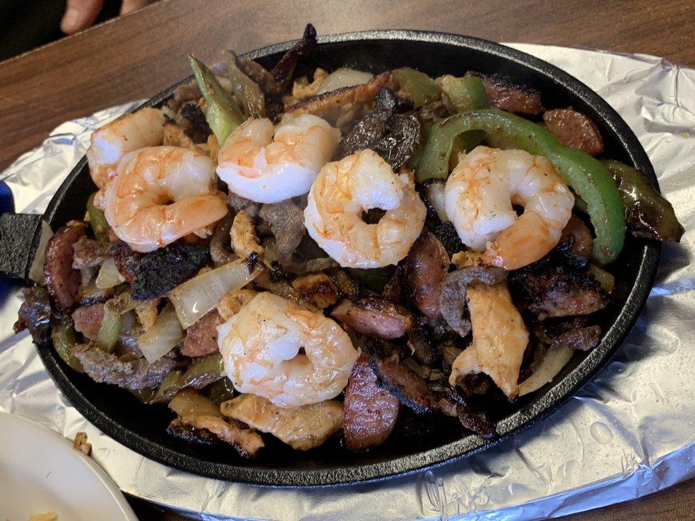 El Jardin Restaurant & Bakery: 806 W Corpus Christi St, Beeville, TX