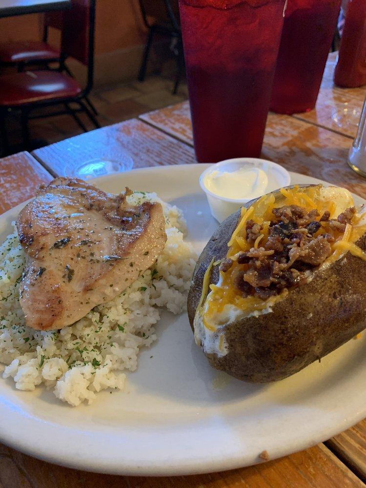 Rocking C Grill: 2102 Zanderson Ave, Jourdanton, TX