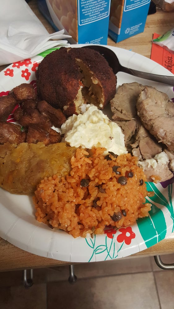 Nice lil plate i made for myself at home so damn tasty for Authentic puerto rican cuisine