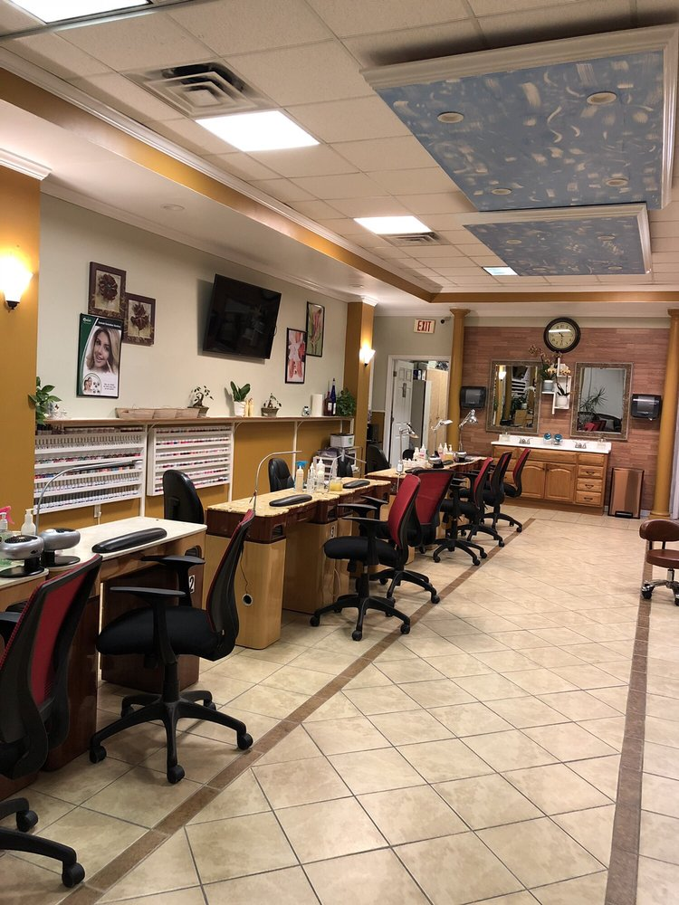 Sun Nails & Spa: 1048 Nc Hwy 210, Sneads Ferry, NC