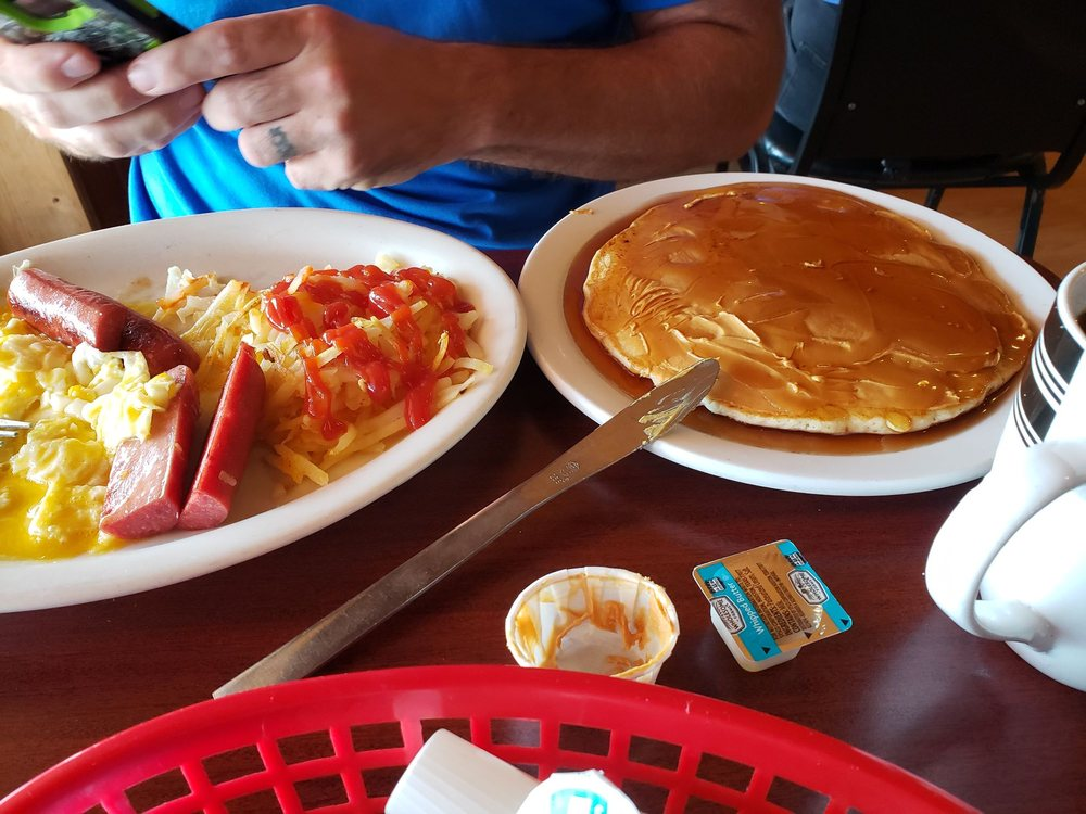 Junction Cafe & Drive Inn: 330 W Central, Browning, MT