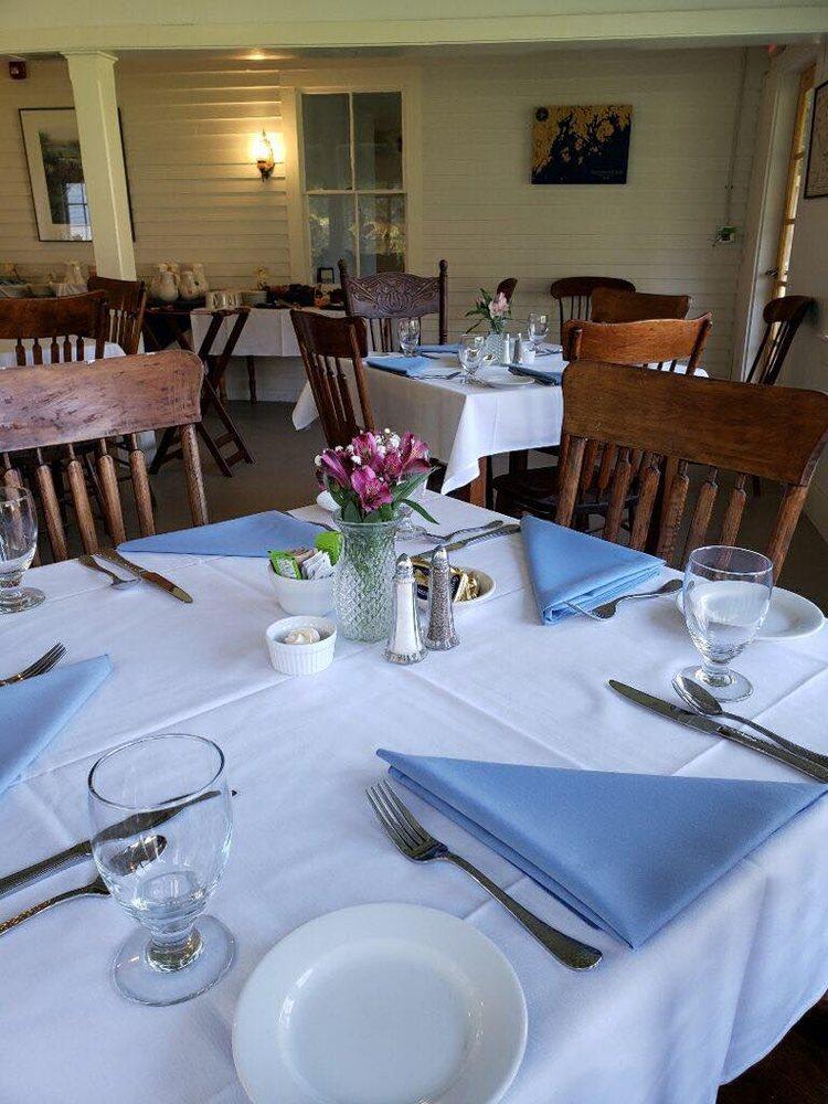 Oakland House Seaside Inn & Cottages: 435 Herrick Rd, Brooksville, ME