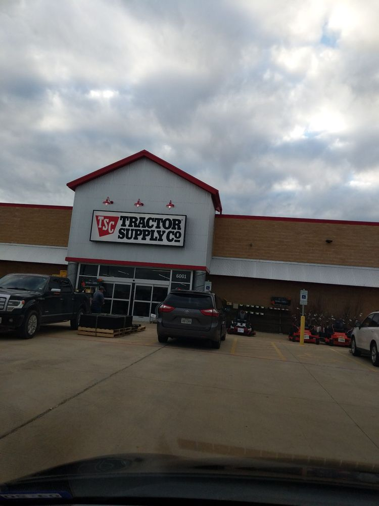 Tractor Supply: 6001 US-377, Cross Roads, TX