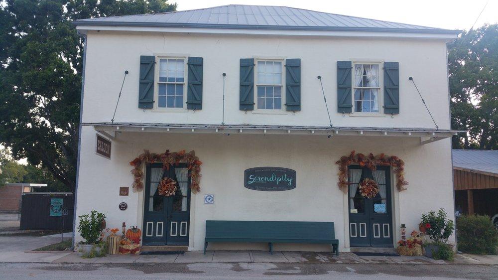 Serendipity at Fiorella: 1212 Fiorella St, Castroville, TX