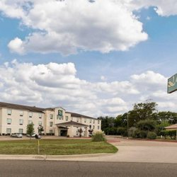 Photo Of Quality Suites Huntsville Tx United States