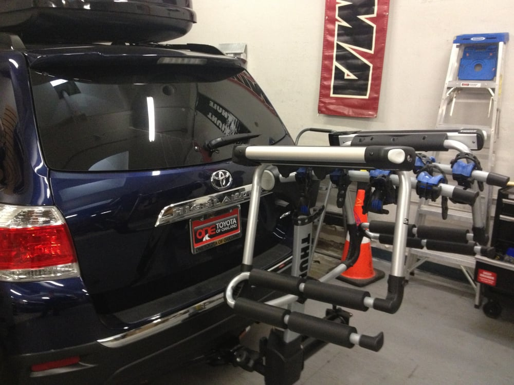 2013 Toyota Highlander With Thule Apex Swing Hitch Ski