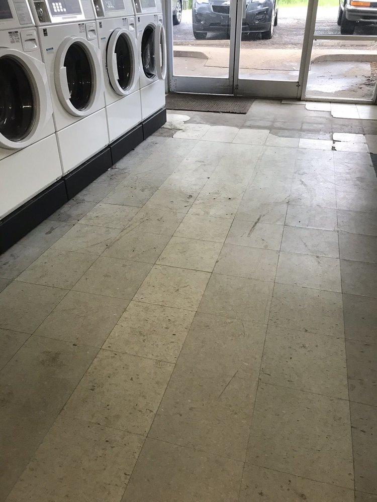 Ash Flat Coin Laundry: 10 Tuff St, Ash Flat, AR