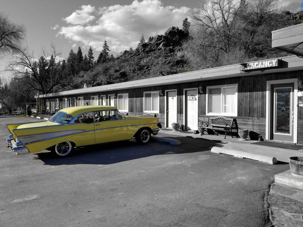 Dew Duck Inn: 340 E Railroad Ave, Plains, MT