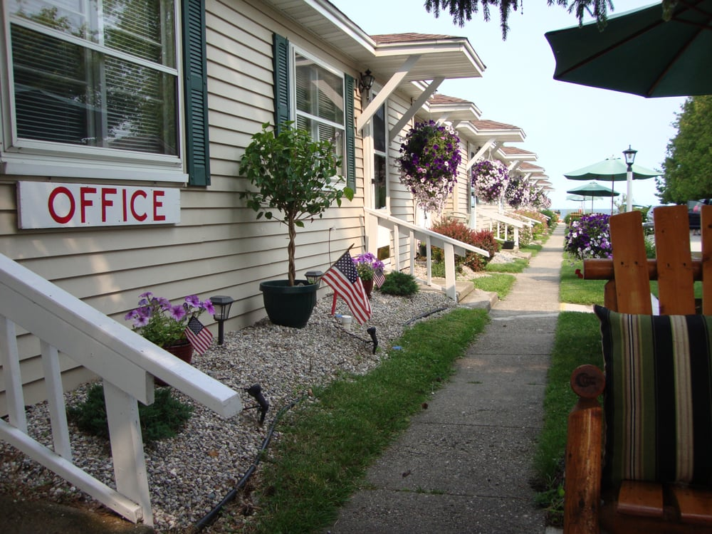 Photo Of Young S Getaway Resort Tawas City Mi United States Beachfront