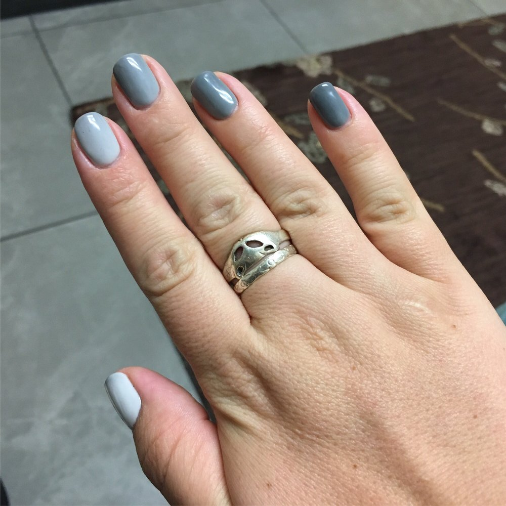 Color changing polish that\'s light when warm, and dark when cold ...