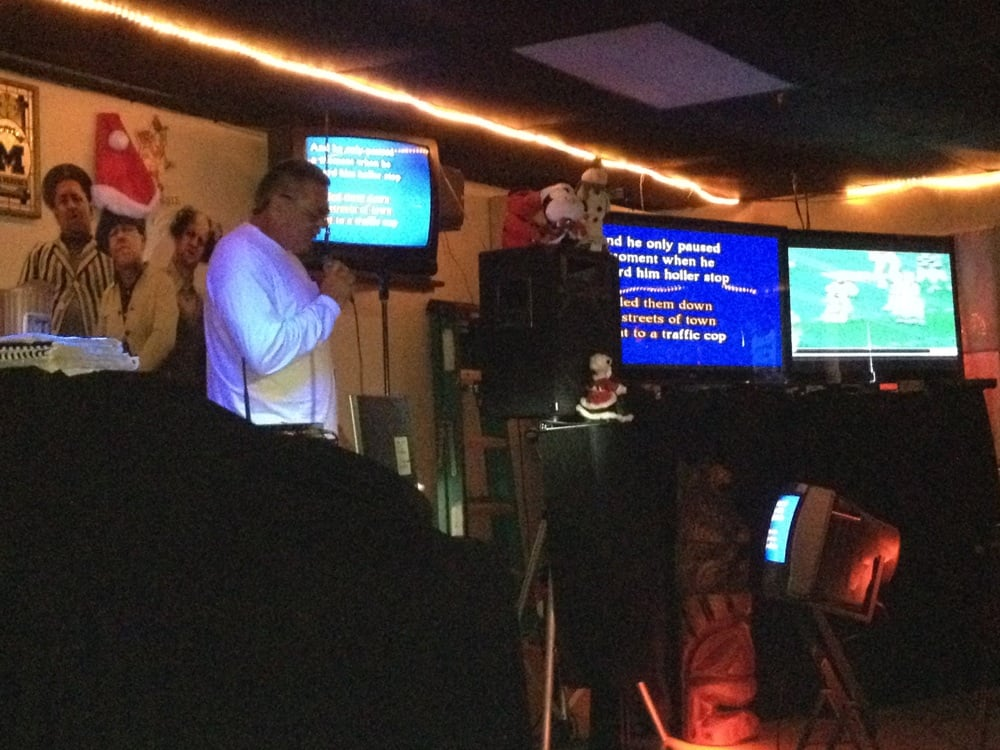 Dee's Den: 1385 Belcher Rd S, Largo, FL