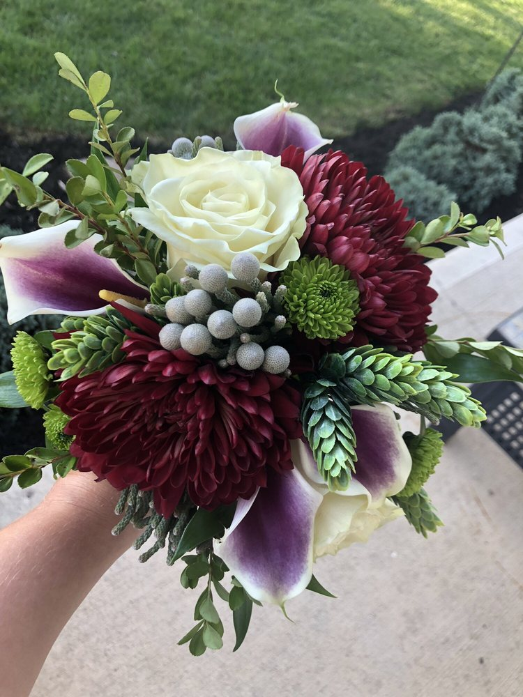Queen Anne's Lace Flowers & Gifts: 680 E 56th St, Brownsburg, IN