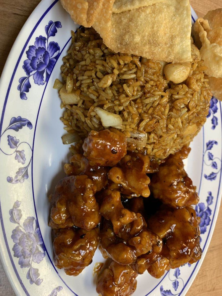 Hing Wah Chop Suey: 862 N Wood River Ave, Wood River, IL