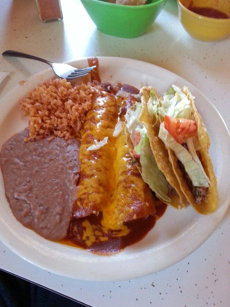 Lalito's Mexican Restaurant: 802 Cowboy Way, Plains, TX
