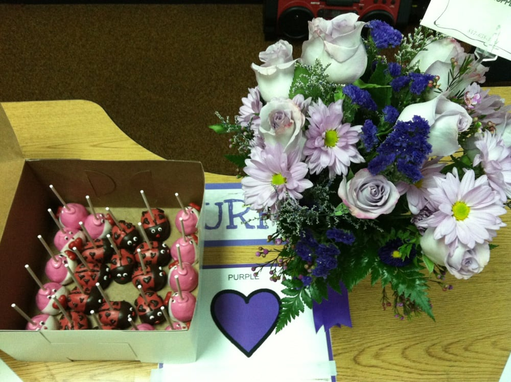 my valentines day surprise. purple flowers at purple heart table, Ideas