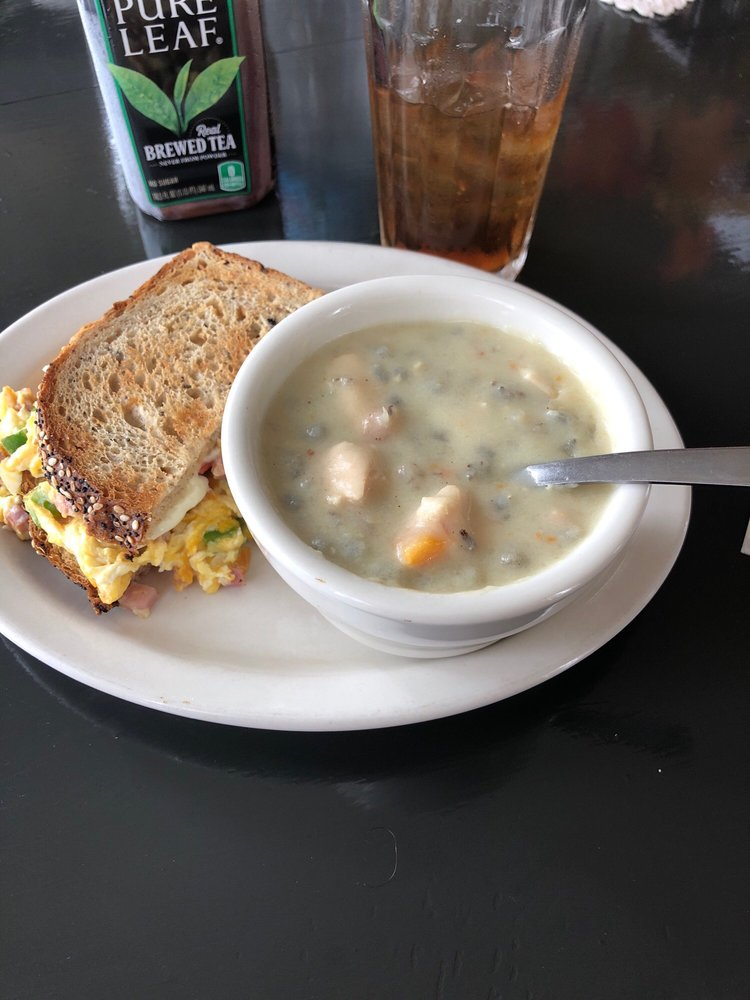 Gustaf's on Main Eatery: 13045 Lake Blvd, Lindstrom, MN