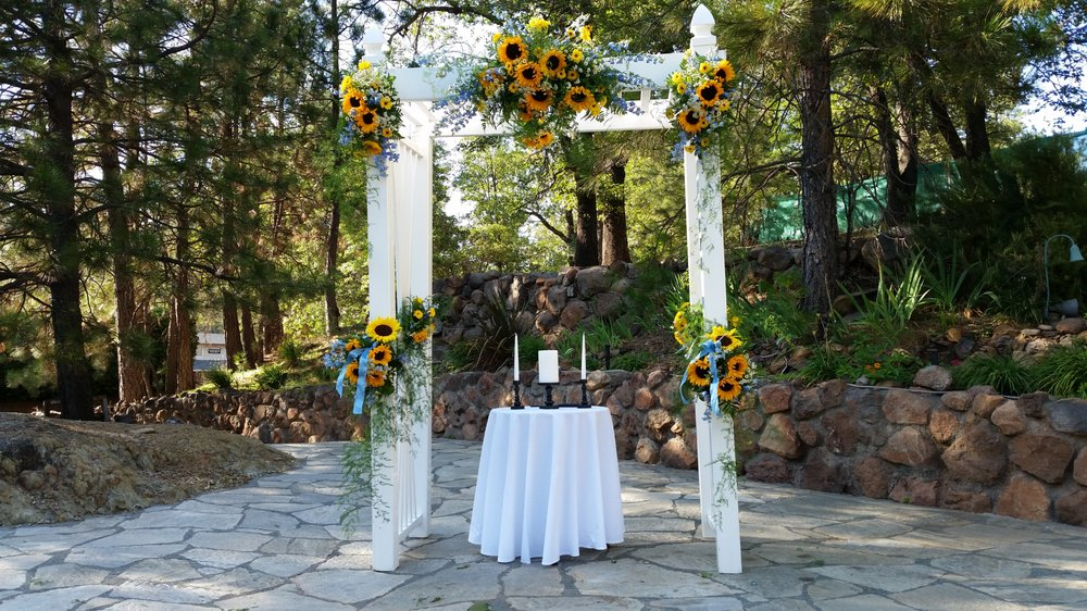 Meadow Vista Gardens: 990 Meadow Gate Rd, Meadow Vista, CA