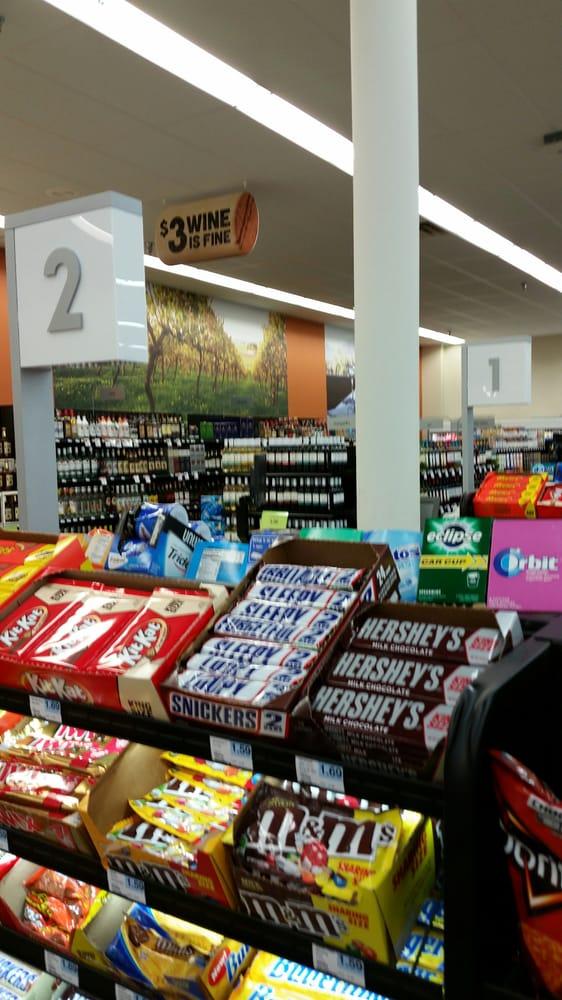 Hy-Vee Food Stores: 1300 N 2nd St, Cherokee, IA
