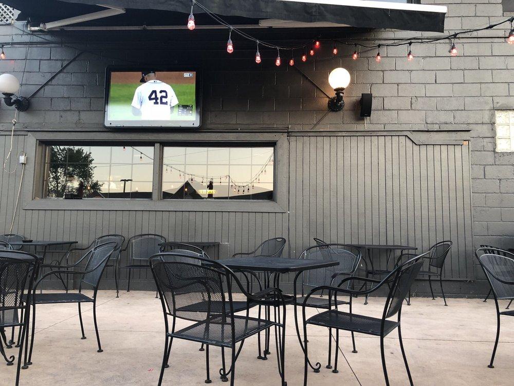Kelly's Irish Pub: 3701 S Telegraph Rd, Dearborn, MI