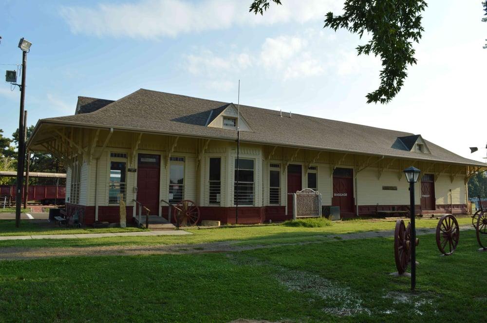 Abilene & Smoky Valley Railroad: 200 SE 5th St, Abilene, KS
